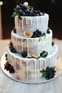 svadebnie-melochi-tort-s-jagodami