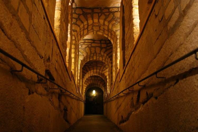 katakomby-parija-koridor-1