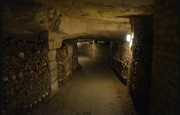 katakomby-parija-koridor